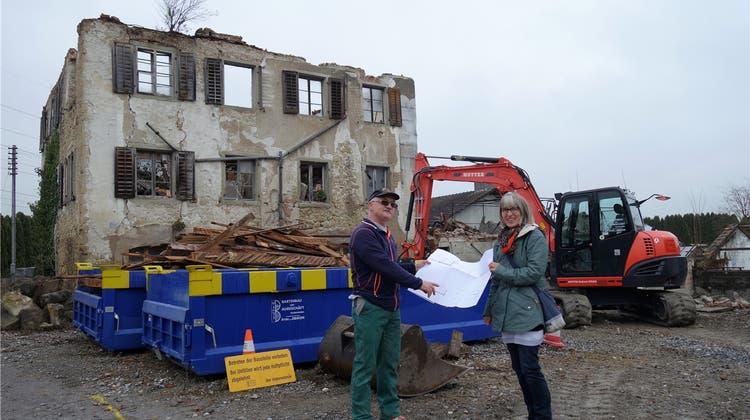 Neues Leben aus der Bräm-Ruine: Gartenbauer erstellt eine Remise für Pflanzen und Material