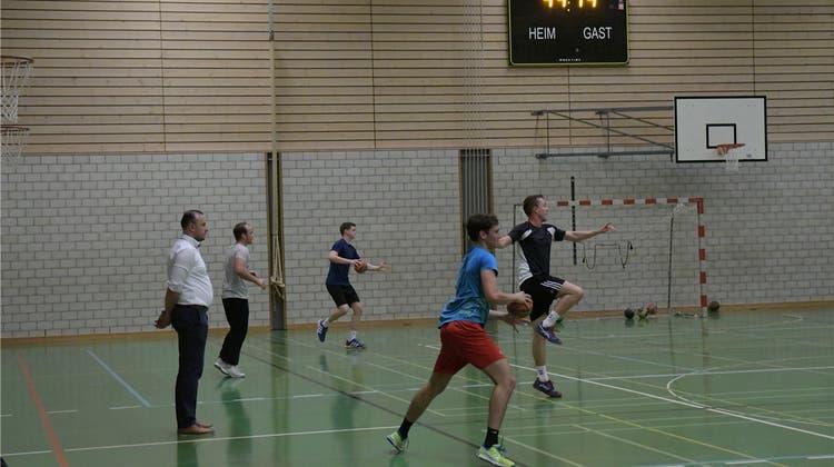 Junge Talente müssen sich beweisen - Trainer Veton Polozani führt seine Schützlinge an das Niveau in der 3. Liga heran