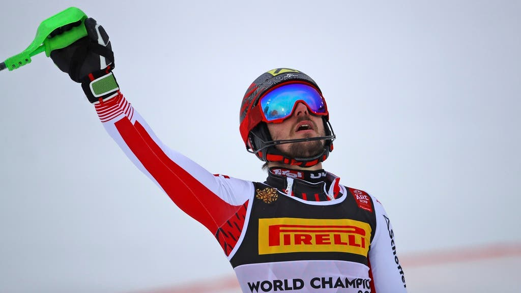 Marcel Hirscher feiert seinen Gold-Gewinn nach der Zieleinfahrt.