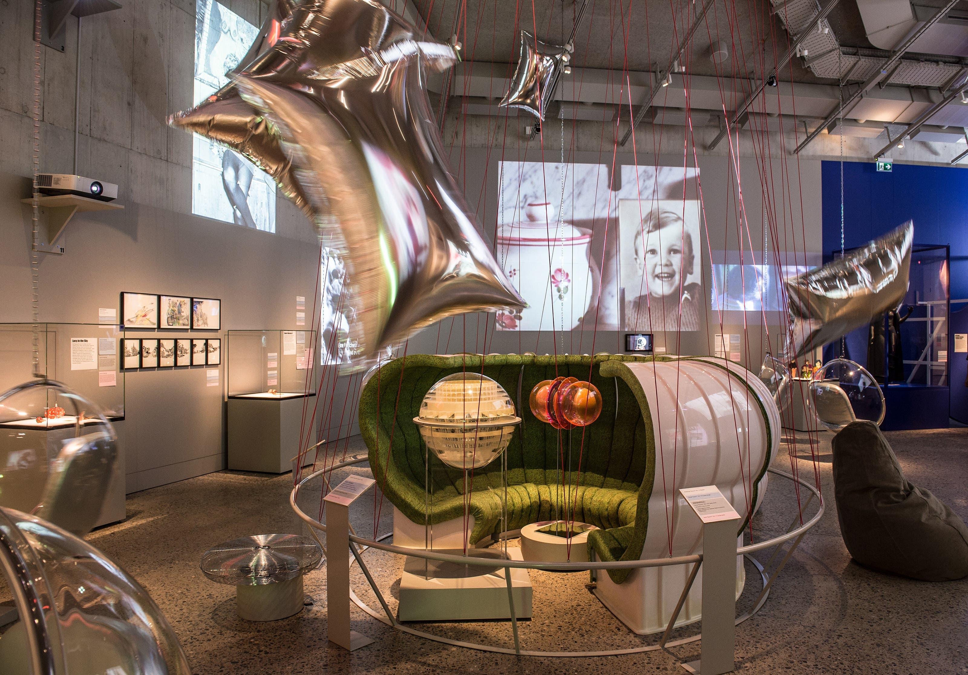 Installationsraum In diesem Raum braucht man kein LSD für eine Zeitreise. Falls doch, liegt es nebenan in der Vitrine.