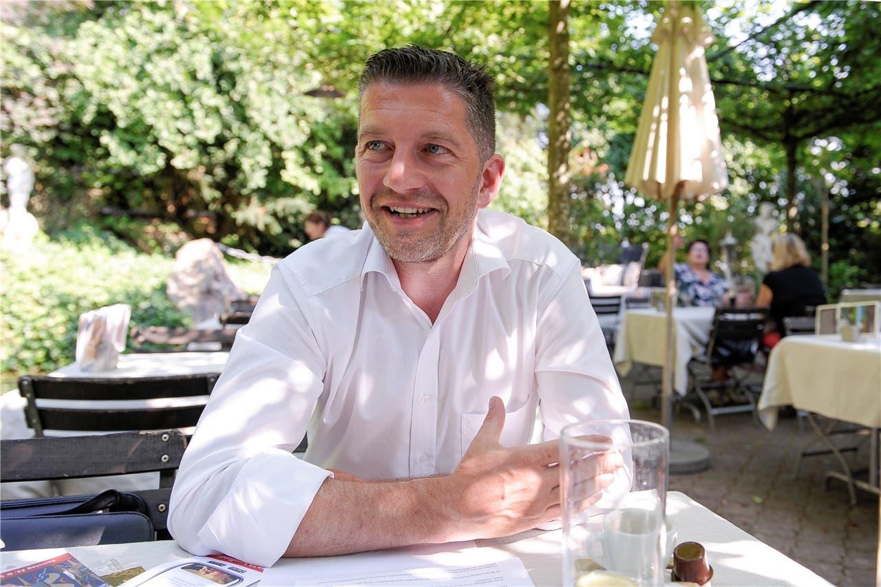Der Baselbieter Mr. Tourismus Tobias Eggimann lässt im Hintergarten des Hotels Bad Bubendorf tief in seine Wunschliste blicken. Martin Töngi