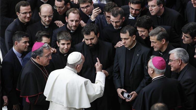 Glaubwürdigkeit des Papstes steht auf dem Spiel: Heute beginnt Konferenz zum Missbrauchsskandal