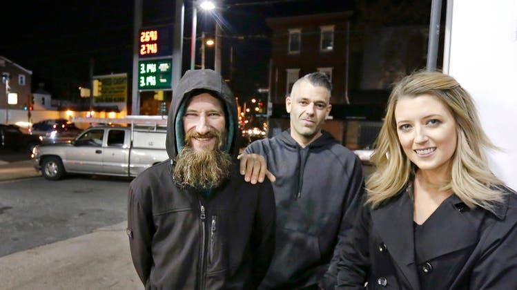 An ihrer Spenden-Story war so ziemlich alles falsch – Obdachloser und Paar verhaftet