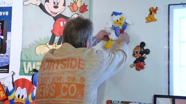 Nein, das ist kein Kinderzimmer – dieser Mann hat eine gewaltige Disney-Sammlung