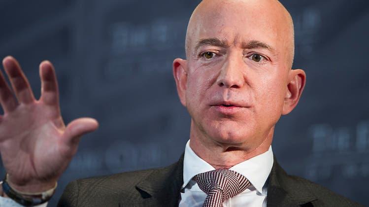 Boulevardblatt erpresst Amazon Chef Jeff Bezos mit schlüpfrigen Fotos – dieser dreht den Spiess um
