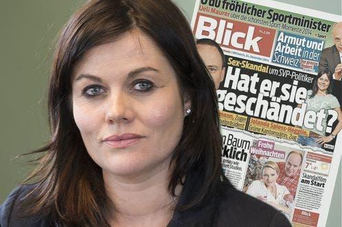 Jolanda Spiess-Hegglin vor der «Blick»-Ausgabe mit einem der Aufmacher, um die es im Rechtsfall geht.