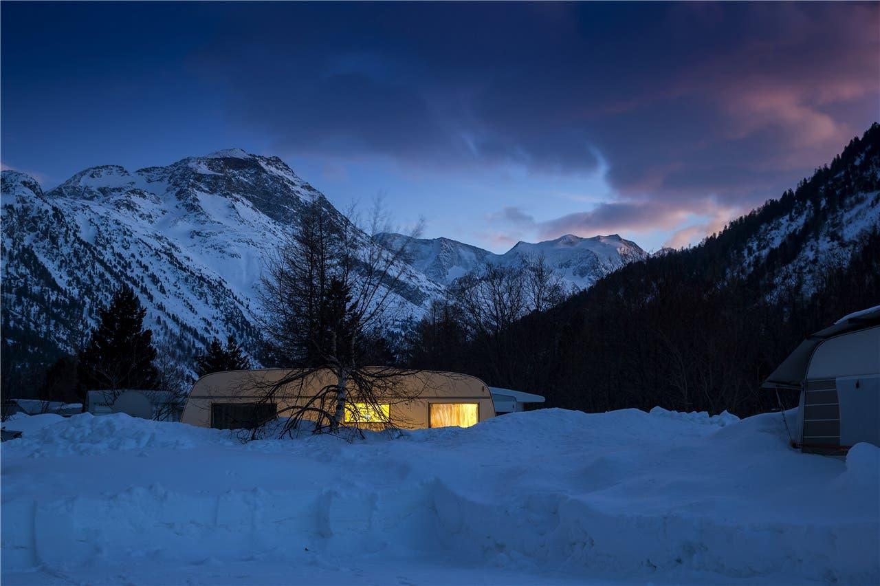 Nachts auf dem Campingplatz. Nur ein paar Rehe und Füchse schauen vorbei.Nicola Pitaro