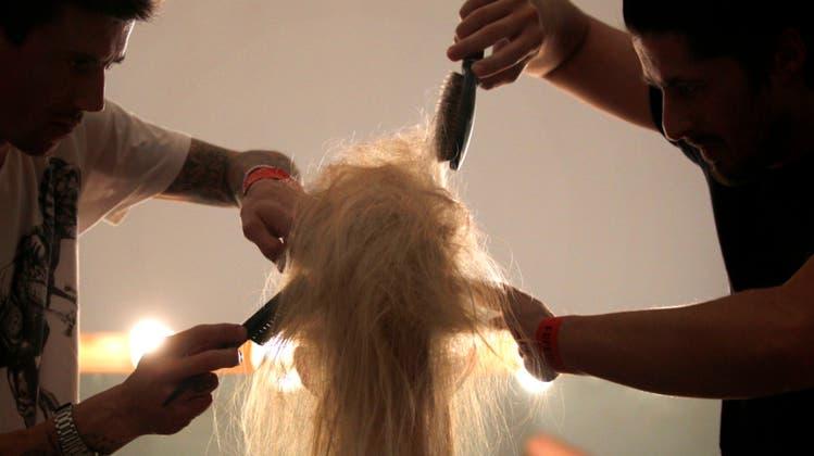 Haarewaschen und Haareraufen