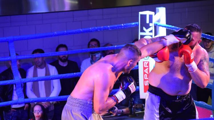 Gegner und Puls fest im Griff – Arnold Gjergjaj schickt Mirko Tintor in Runde vier auf die Bretter