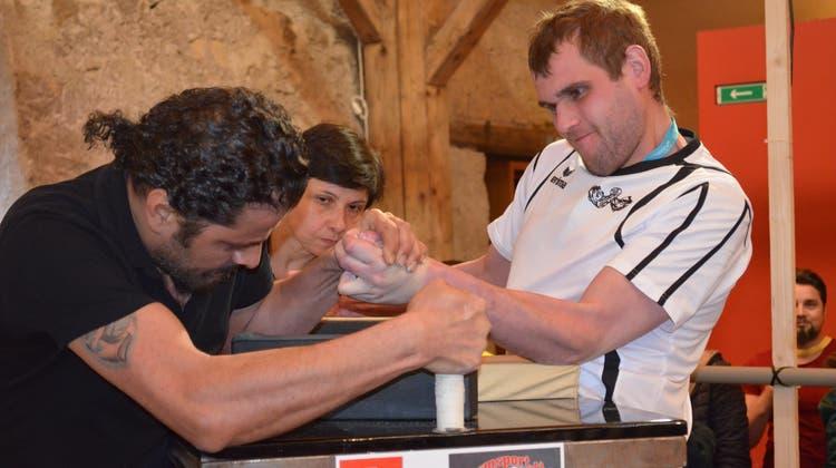 Die kräftigsten Arme im Fokus: In Villigen wurden die Schweizer Meister im Armwrestling gekürt
