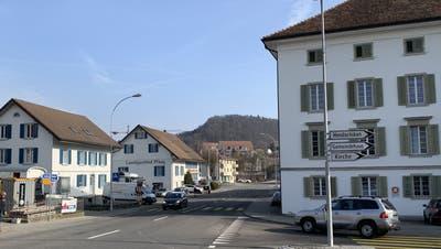 Auf und neben dem «Pflug» gibt es Neubauten mit Satteldächern