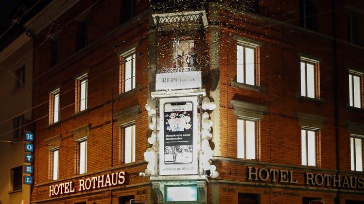 Stadt muss Hotelübernachtungen eines Obdachlosen zahlen – gegen ihren Willen