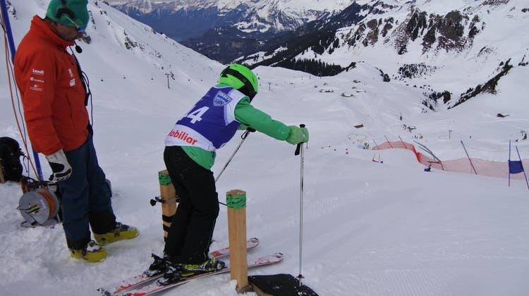 Biberister Schüler nehmen an Skitag mit Glarner und Ogi teil