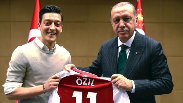 Trotz Fussball-Ruhm nur «Bürger auf Bewährung»: Jetzt erhält Özil Rückendeckung aus der Türkei