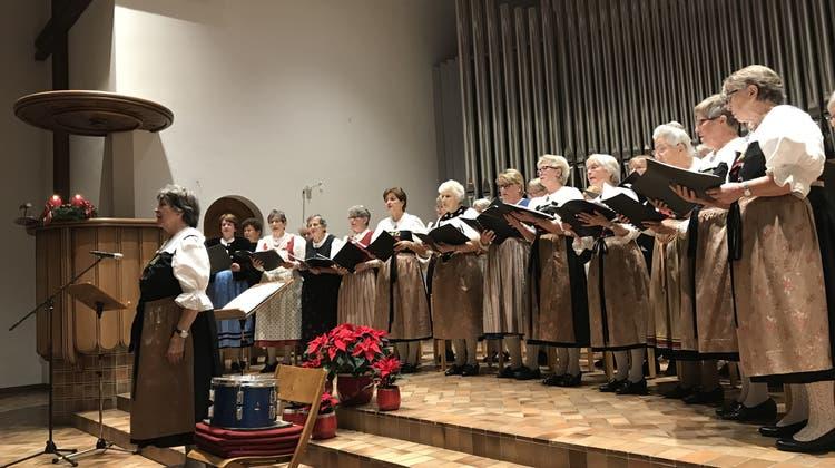 Sie sangen in allen vier Landessprachen: Trachtenchöre erhellen Kirche