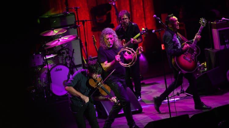 Herrlich heult der coole Hund – Robert Plant am Stimmen-Festival