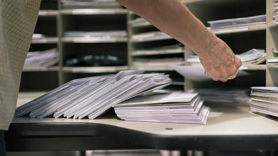 Pöstler stiehlt zehntausende Franken aus Briefen – und wird von Mitarbeiterin entlarvt