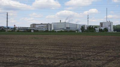 Alte Kartonfabrik wird abgerissen – Platz wird für Lagerung von Altpapier genutzt