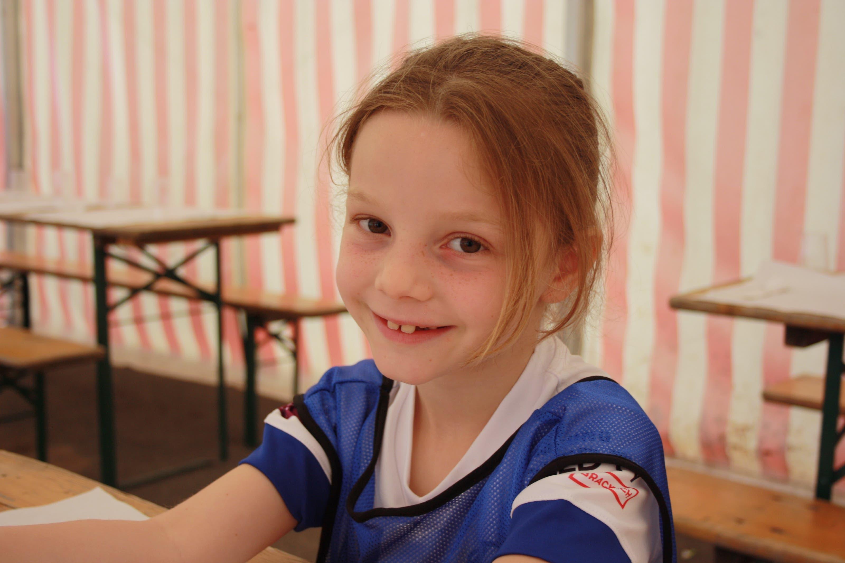Die siebenjährige Ajana aus Dietikon hat ein Ziel: «Ich möchte Stürmerin sein.»