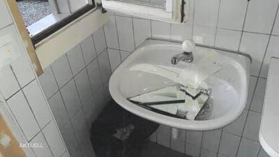 Erneut verwüsten Vandalen öffentliche Toiletten: «Hier werden Steuergelder unnötig verprasst»