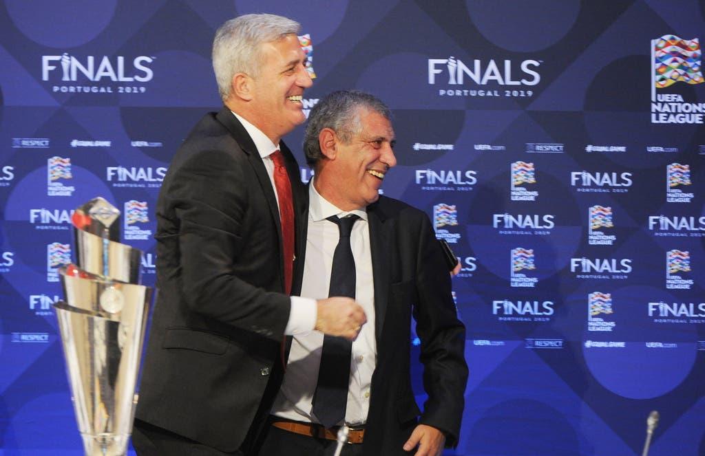 Am 25. Juni treffen sie wieder aufeinander: Santos (r.) und Vladimir Petkovic (l.) an der Auslosung der Nations League Halbfinals.