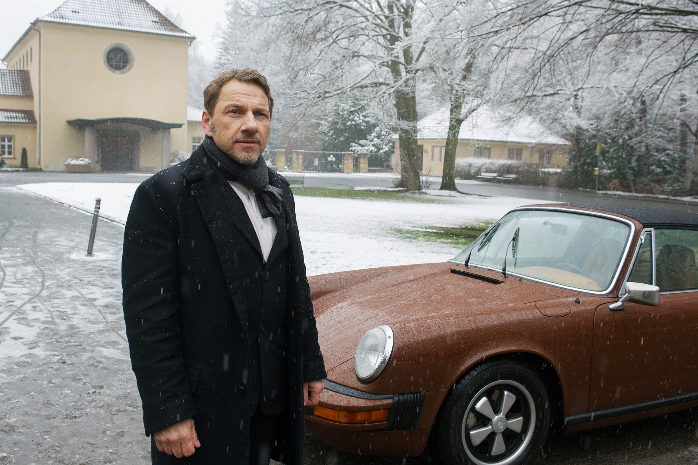 Kommissar Thorsten Lannert (Richy Müller) mit seinem Porsche 911 Targa.