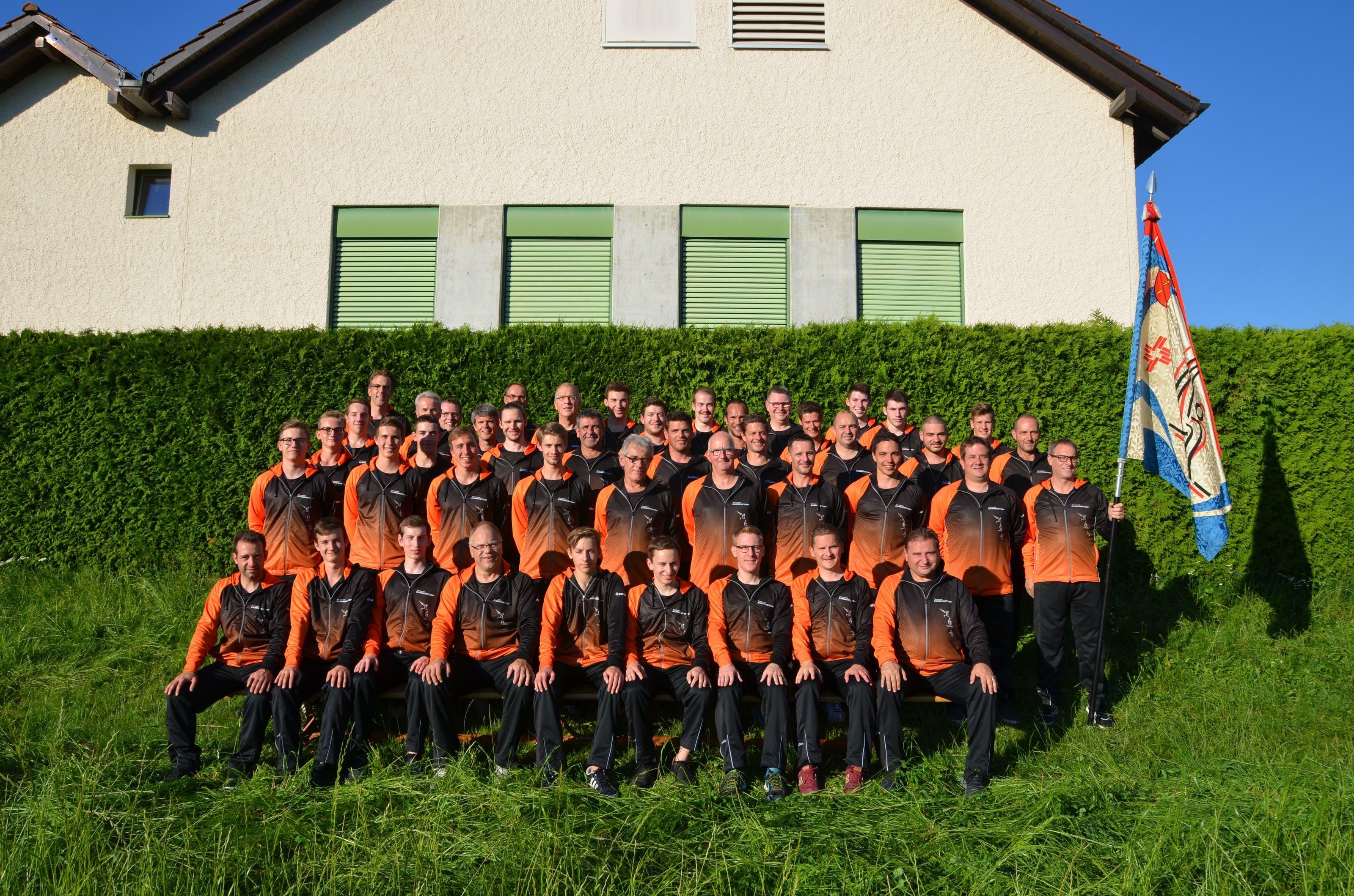 Turnverein Sarmenstorf Vereinsfoto mit neuem Trainer