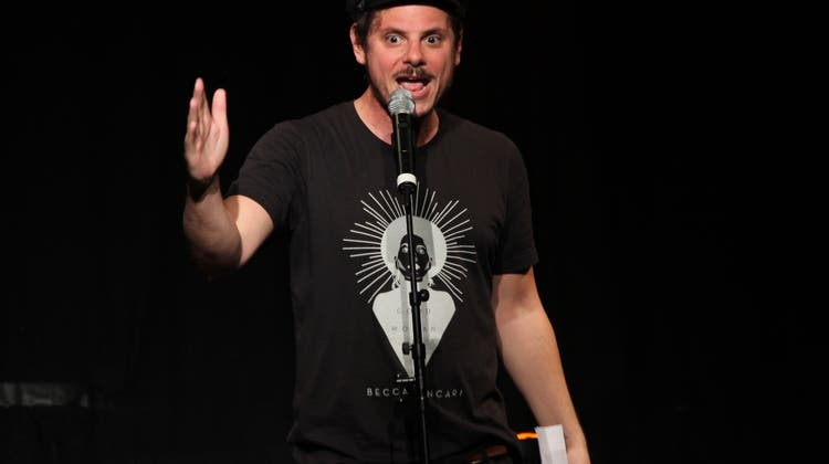 Poetry Slam: Den Alltag in humorvolle Poesie verpackt