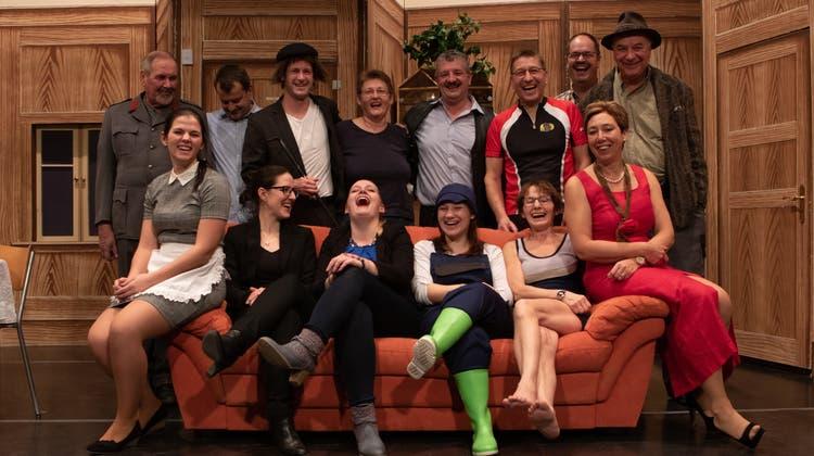 Auf der Kienberger Theaterbühne wird eine «Ganove-Party» gefeiert
