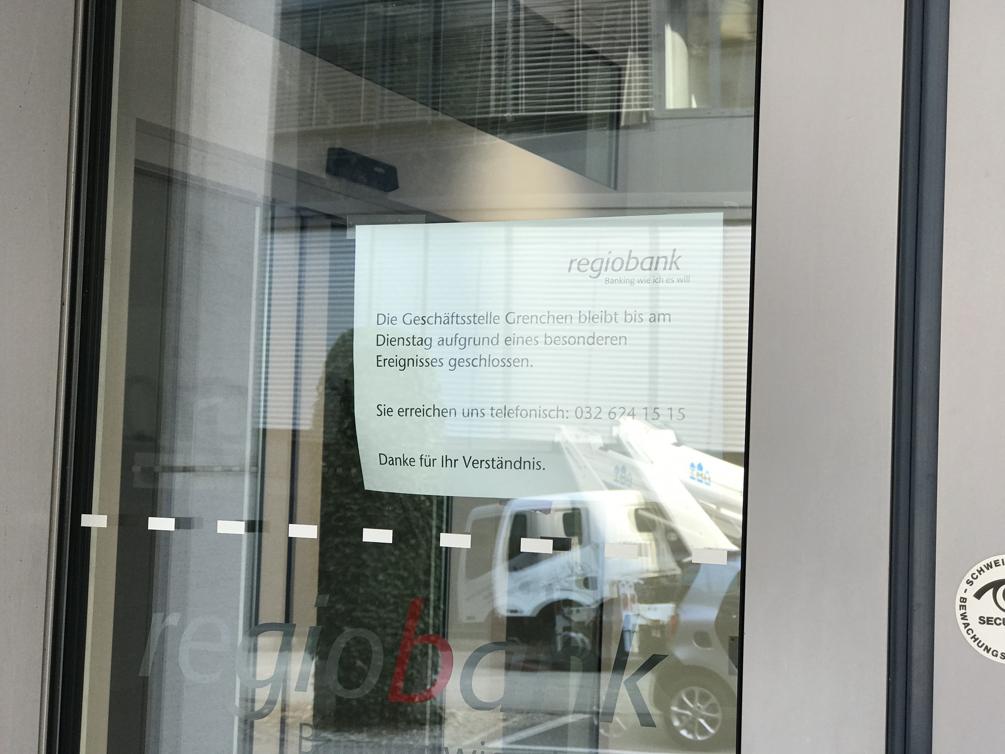 Die Filiale ist nach dem Überfall geschlossen.