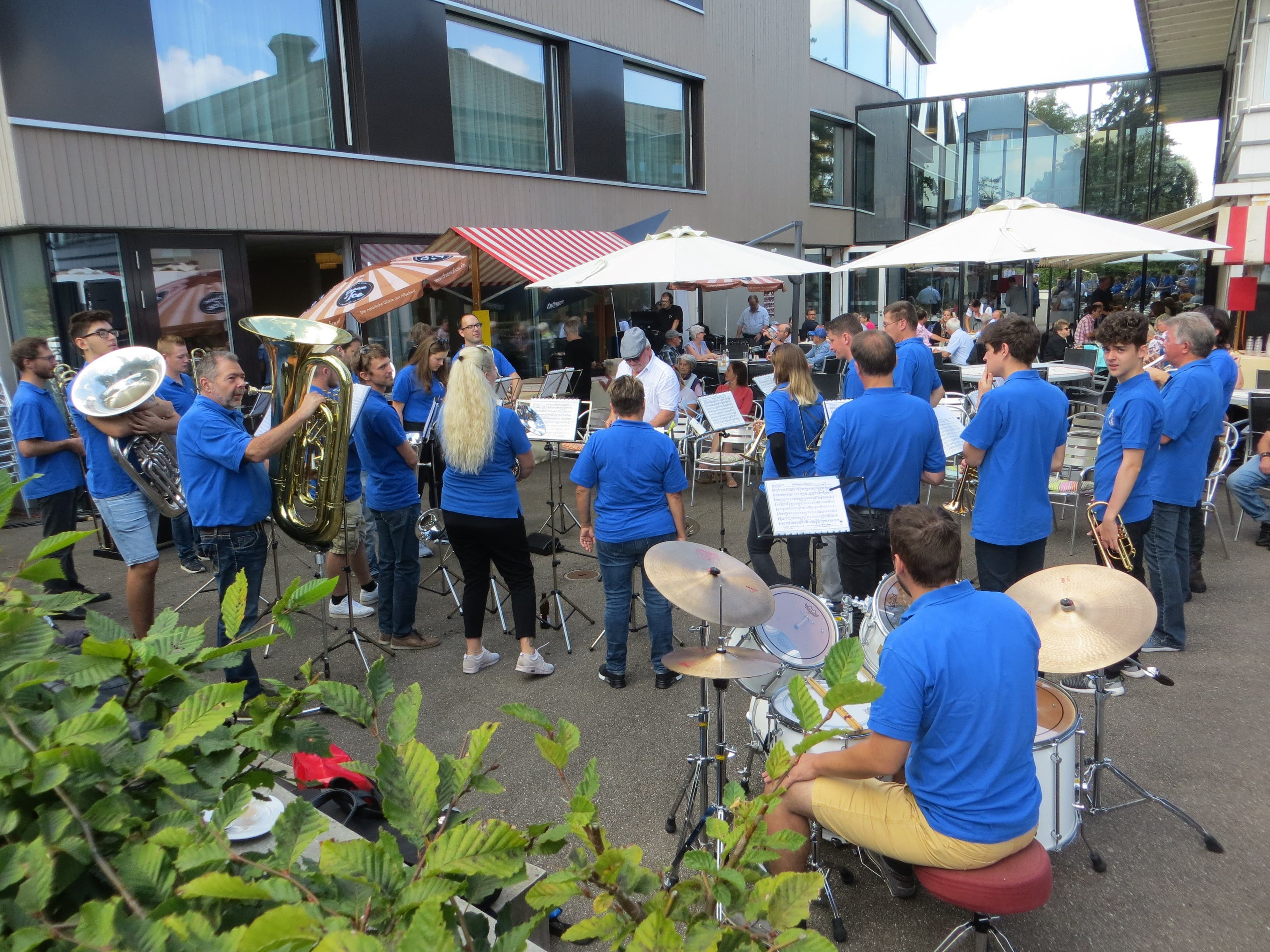 undefined Viele lauschten der Brass Band von Frenkendorf