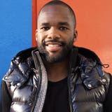 Aldo Kalulu bekämpft Rassismus mit Lachen und sagt: «Ich hätte die Banane essen sollen»