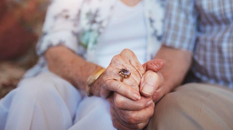 Welt-Alzheimertag: Wie zwei Frauen mit ihren kranken Männern umgehen
