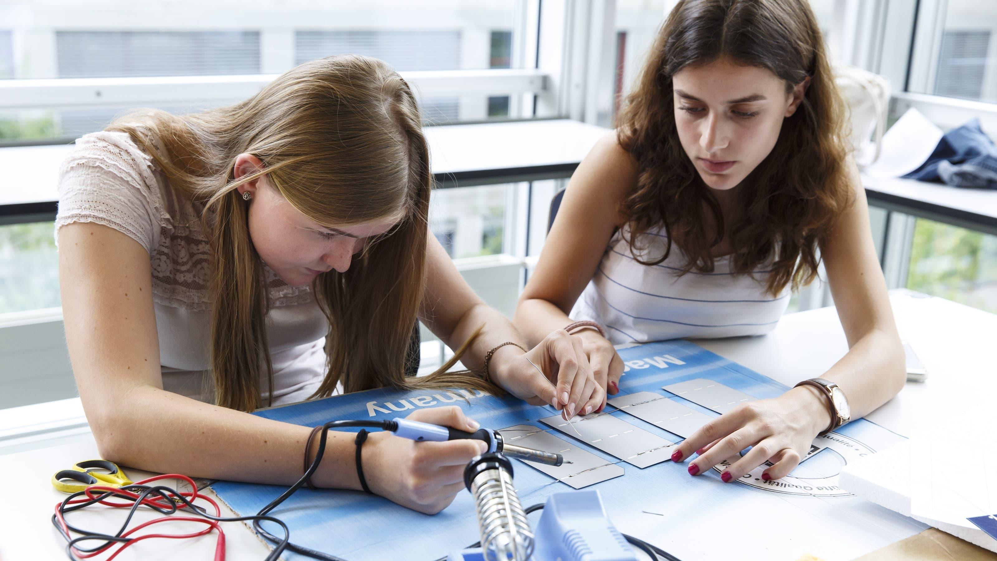83 Prozent der Volksschulabgänger haben den Übertritt in eine qualifizierende nachobligatorische Ausbildung auf der Sekundarstufe II geschafft. Vor zehn Jahren waren es noch 77 Prozent. (Themenbild)