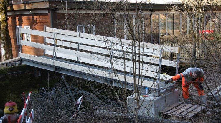 Nun ersetzt die Notbrücke vorerst den eingestürzten Übergang
