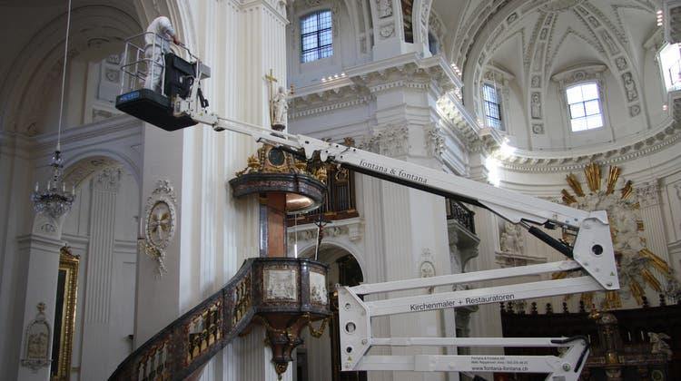 Spinnweben und viel Staub: Die St.-Ursen-Kathedrale wird geputzt – nur für die Kuppel reichts nicht ganz