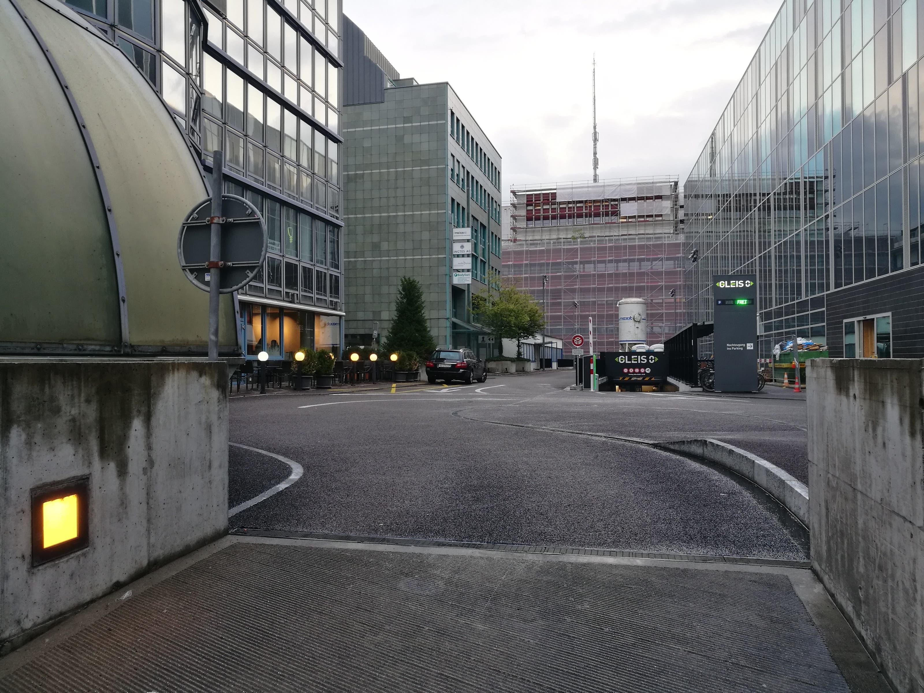 Blick aus der Perspektive der Lenker: Hier kommen sie aus dem Bahnhof-Parking.
