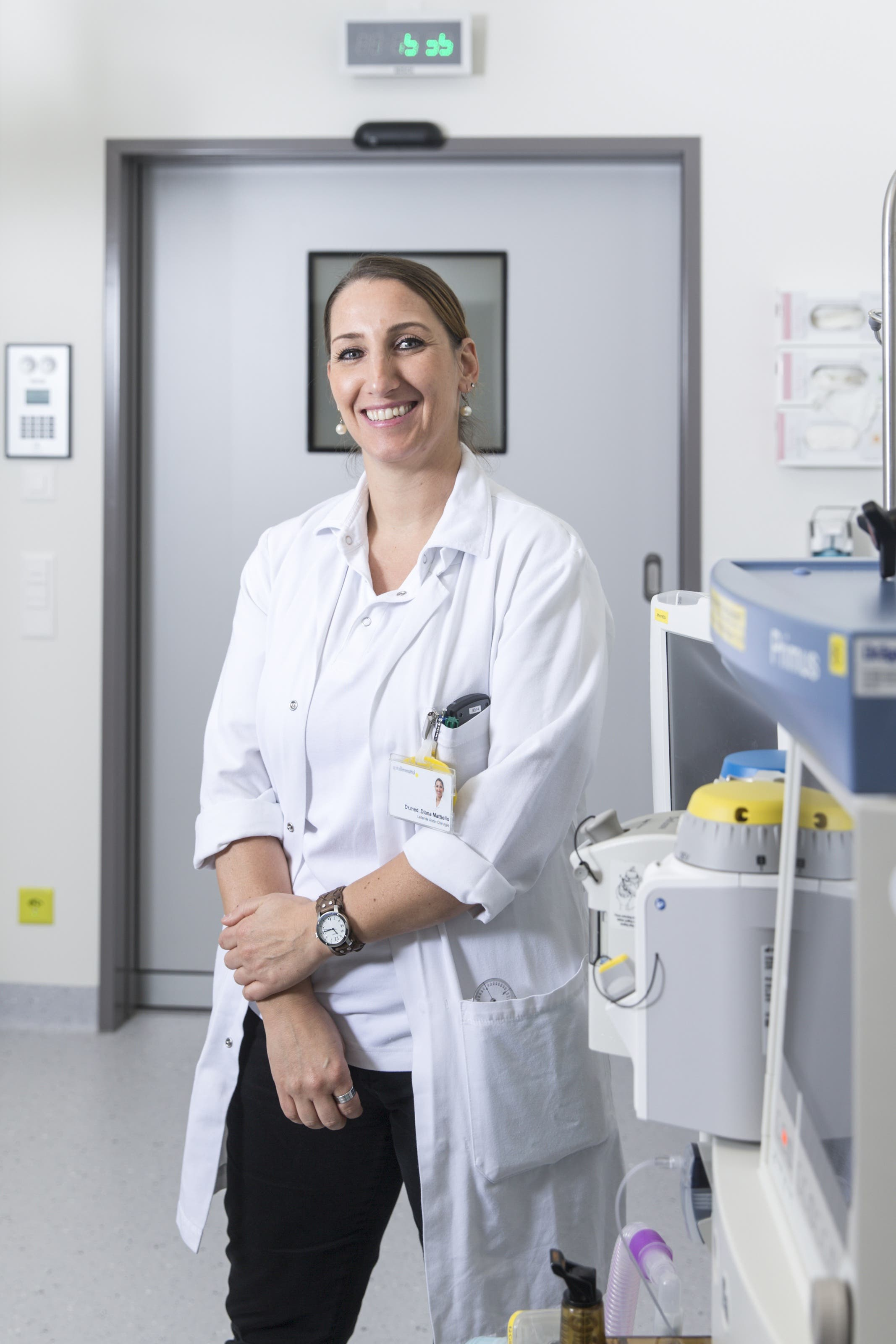 «In der Chirurgie ist man Macher und Denker zugleich.» Diana Mattiello ist Leitende Ärztin der Chirurgie. Ihr Spezialgebiet ist der Magen-Darm-Trakt. Die 41-Jährige legt etwa Magenbypässe bei Übergewichtigen.