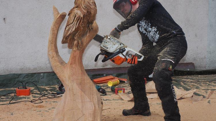 Holzkunst auf dem Fabrikgelände – neuer Inhaber der Schreinerei Spicher stellt sich vor