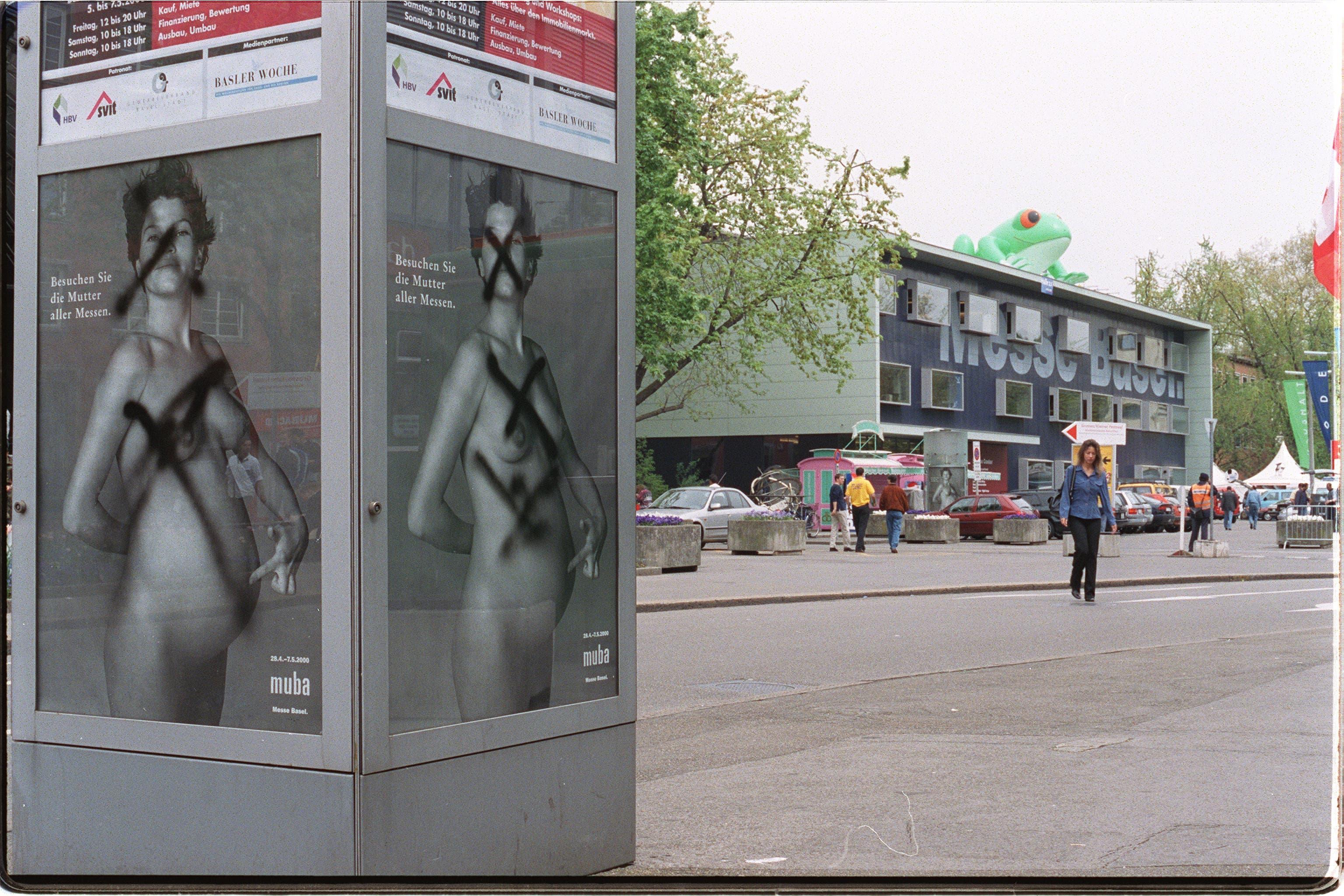 """Mit der Fotografie einer schwangeren Frau von Richard Avedon warb die Muba unter dem Titel """"Besuchen Sie die Mutter aller Messen"""" und handelte sich Proteste, aber auch Komplimente ein. Aufgenommen im April 2000."""
