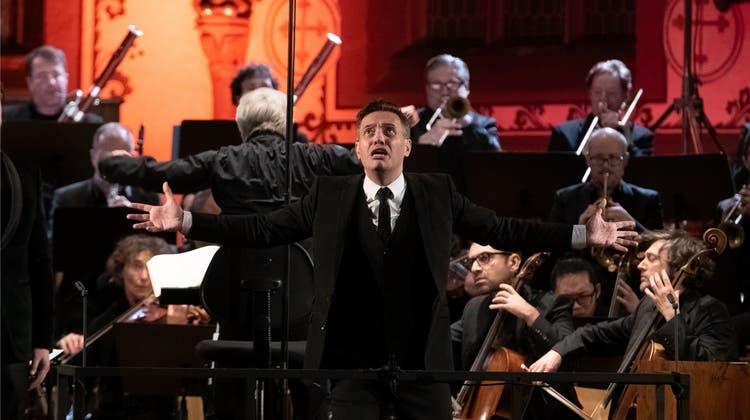 Don Giovanni flirtet mit dem Publikum
