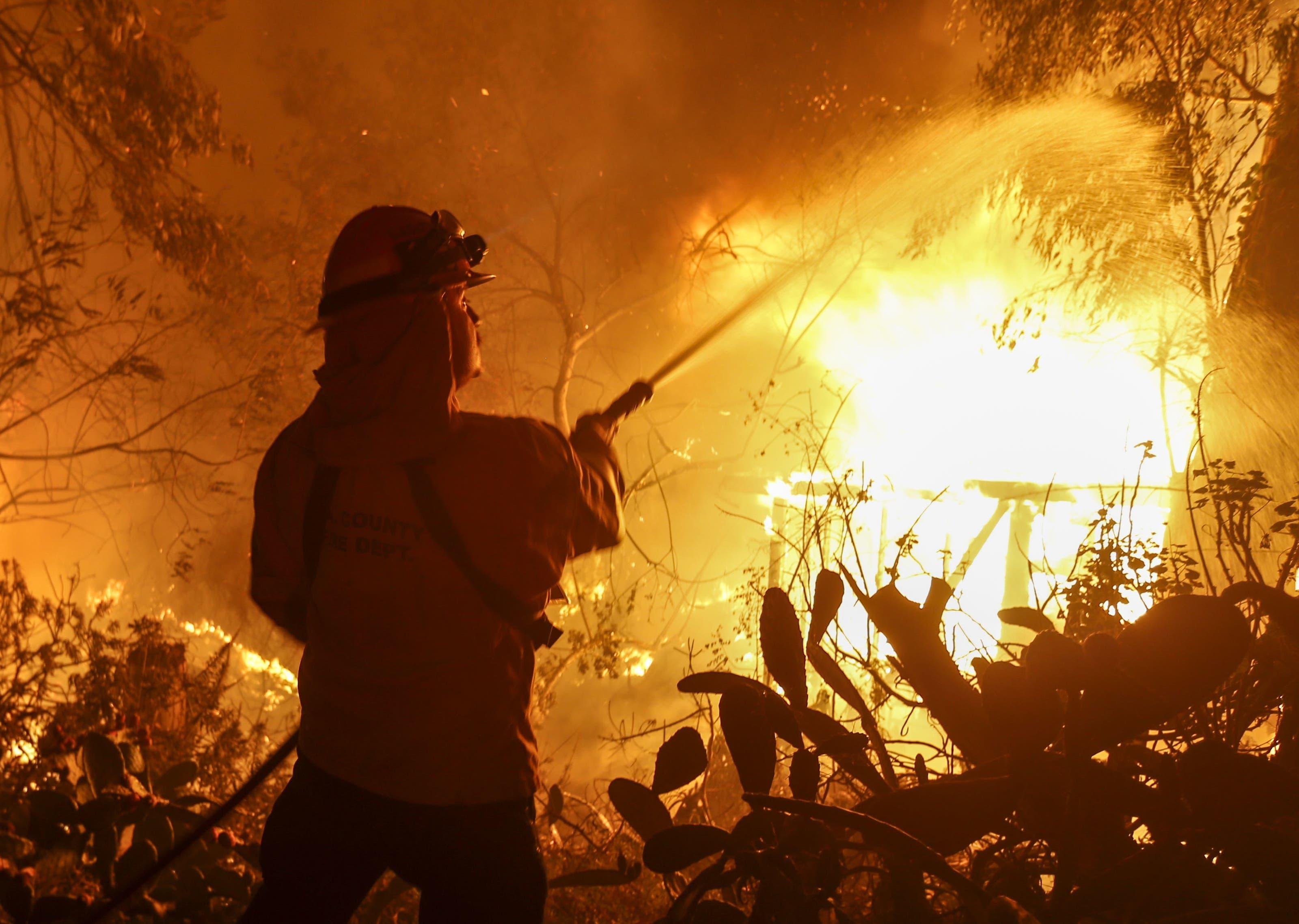 Ein sich rasend schnell ausbreitender Waldbrand im Norden Kaliforniens hat die Gegend verwüstet.