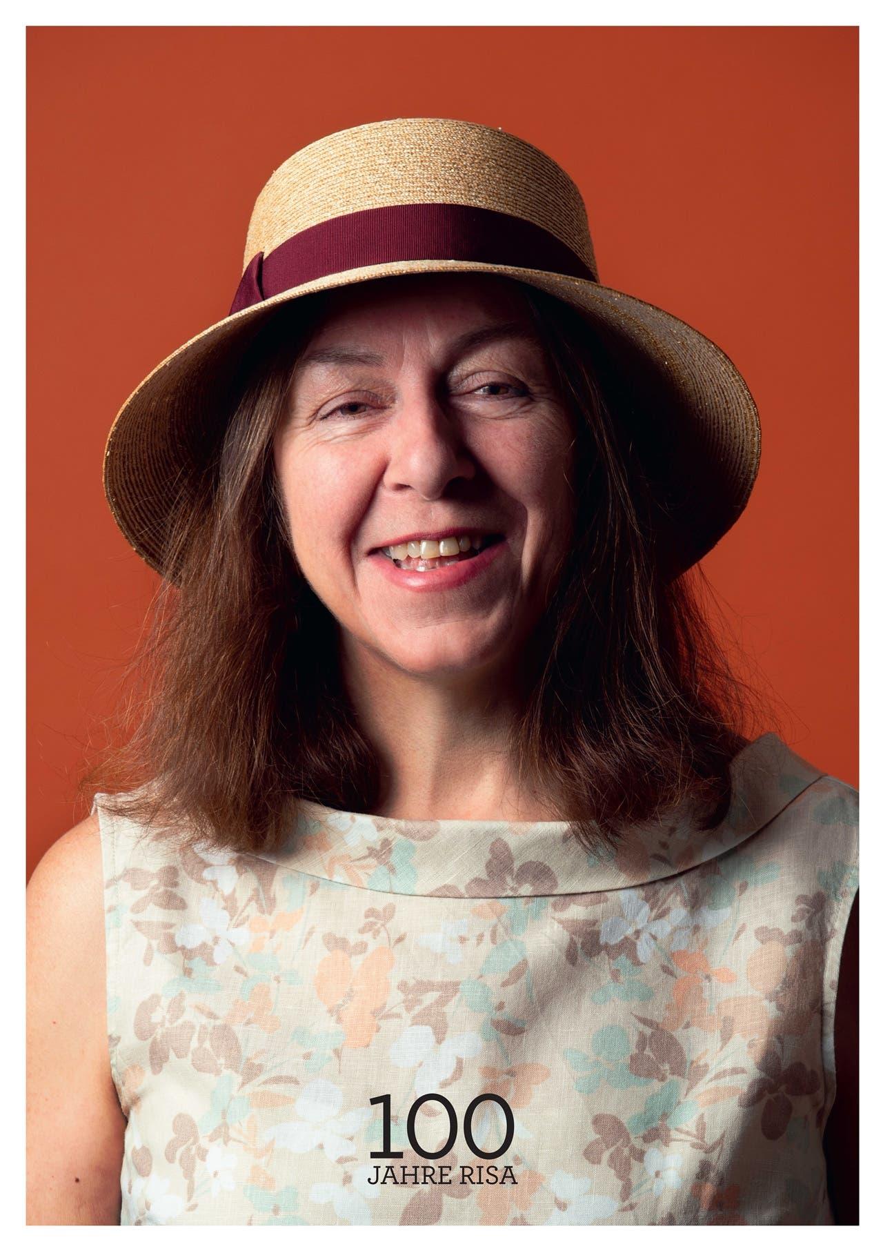 Gaby Huber-Sax erhielt einen «Cloche» aus ultrafeinen Weizenstrohbändern.