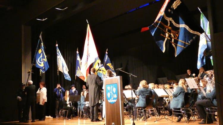 Die Musikgesellschaft Schinznach-Dorf feiert ihre neue Fahne