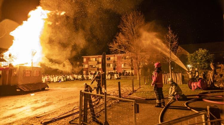 Feuerwehr ermöglicht Chluri-Verbrennung mit Wasserwand