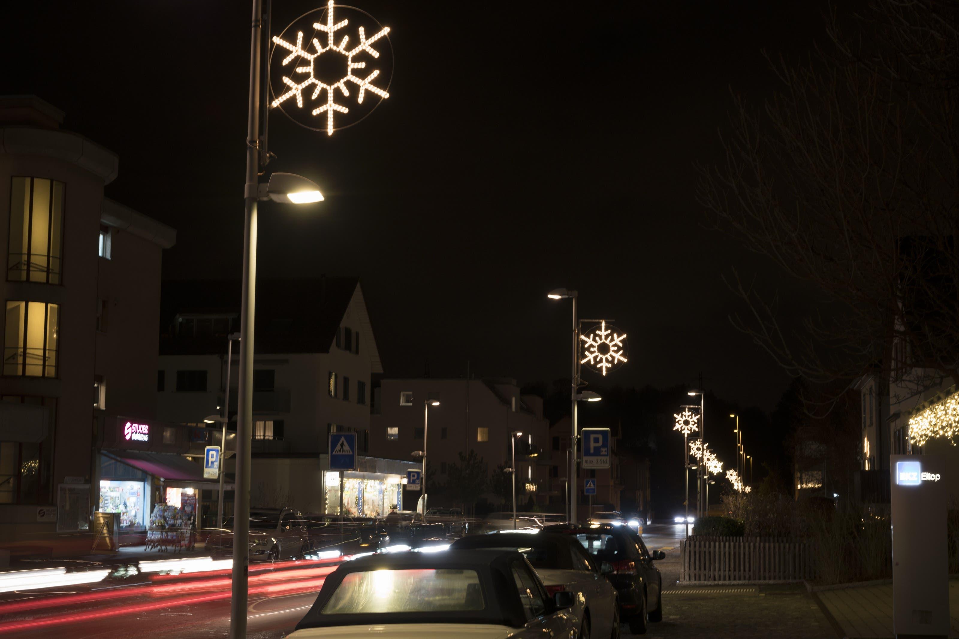 Birmensdorf Die Luzerner-, Stallikoner- und Zürcherstrasse in Birmensdorf wird in der Adventszeit von Sternen erhellt.
