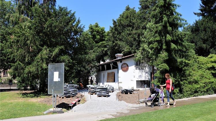 Zum Apéro oder auf eine «Parkwurst» in den Kurpark: Jetzt eröffnet das neue Parkbistro
