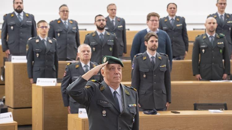 «Härte, Hingabe, Humor»: Fast 100 Aargauer und eine Aargauerin werden aus dem Militär entlassen