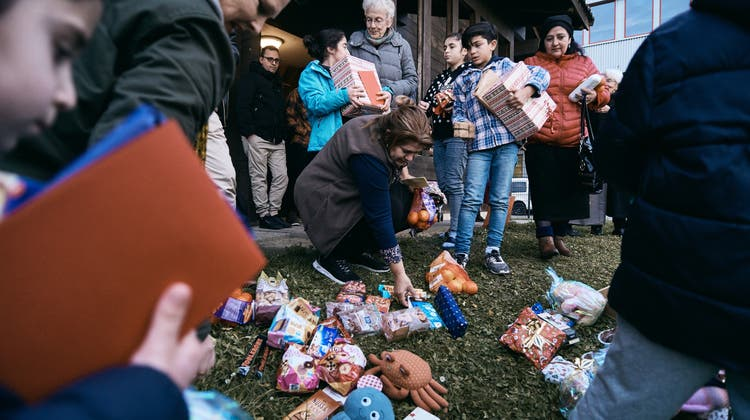 Anni Lanz hat Geschenke an Asylanten verteilt: Während Journalisten per Telefon verscheucht wurden