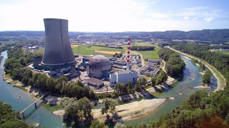 Super-Puma misst Radioaktivität über dem KKW Gösgen